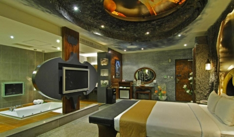 batman-themed-hotel-room-building-and-attraction-photo-u2